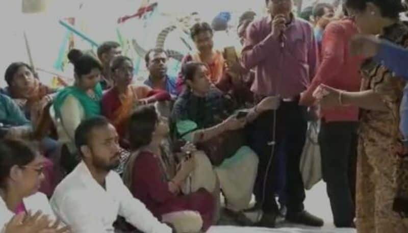 Para teachers withdraws hunger strike afte meeting with Education Minister