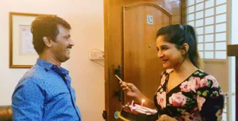 director cheeran birth day big boss fame shakshi agarwal give surprise