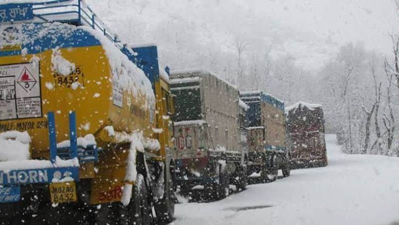 Fog and cold engulfed North India three killed in accident due to fog kpm