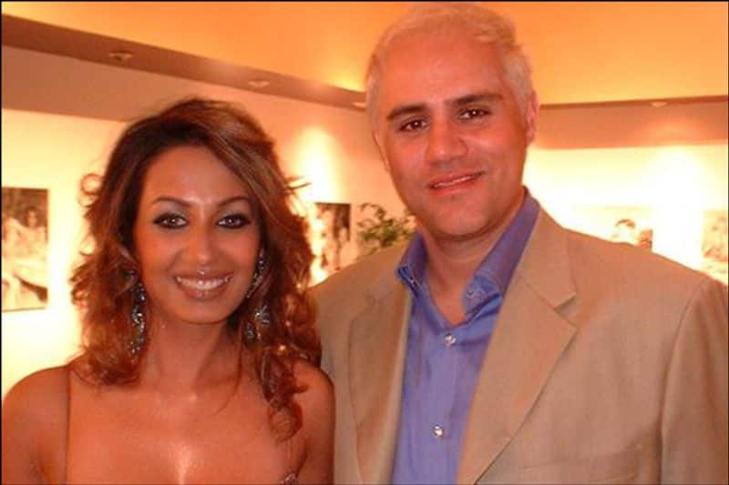Kashmira Shah And Brad Listermann: Kashmira married an American investment banker-turned-producer Brad Listermann with Hindu Christian rituals at Pallazo
