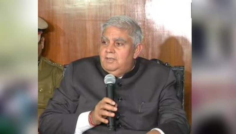 MP Swapan Dasgupta faces wrath of Students in Visva Bharati.