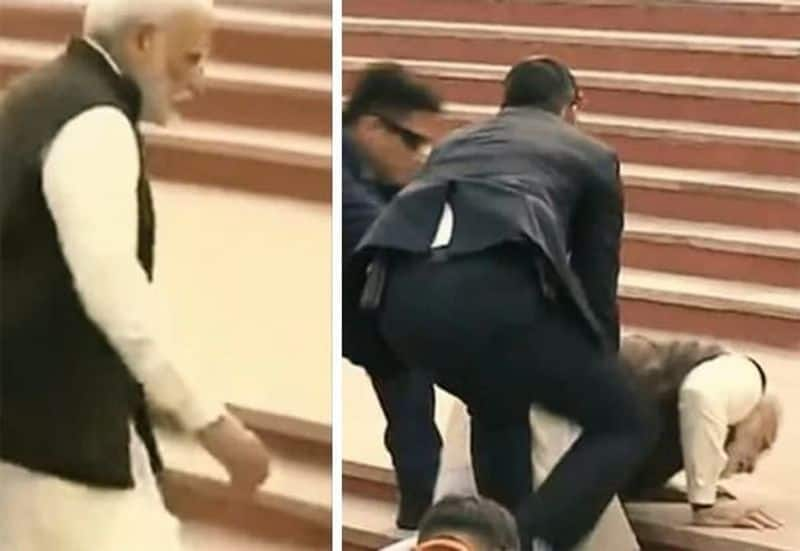 uttrapradesh goverrnment plan to demolish step's   after pm modi fall down in the step