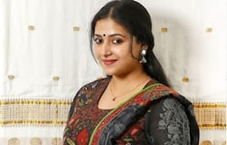 <p><strong>Anu Sithara: </strong>This gorgeous actress played the female lead in movies like Happy Wedding, Fukri and Ramante Edanthottam. She got married when she was just 20 and married her longtime boyfriend, Vishnu Prasad on July 8, 2015.&nbsp;</p>