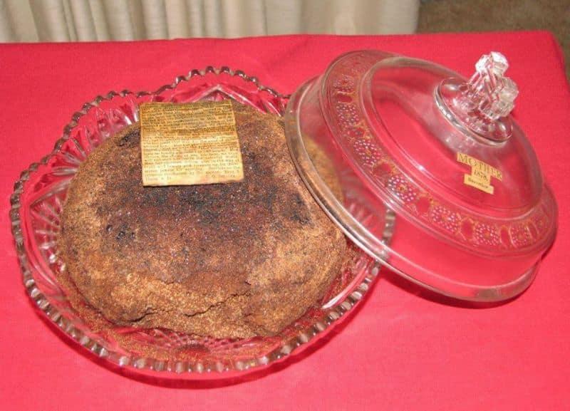 Michigan family preserve a Christmas fruitcake since 1878