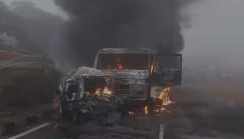 Truck rams in car on National Highway in burdwan, one killed