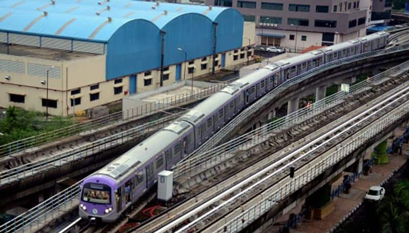 Metro railway extends their service on news years eve in Kolkata