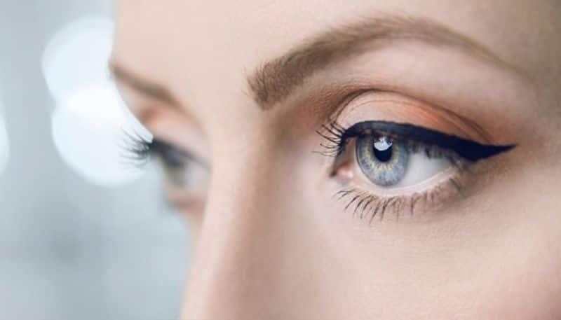 Make two attractive shades of eye liner at home naturally