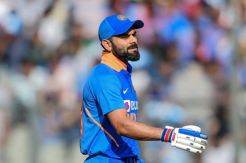 team india lost main players wickets in early innings of second odi against new zealand while chasing