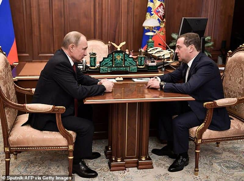resignation of russian prime minister Dmitry Medvedev and problems in Russian politics and role of Putin