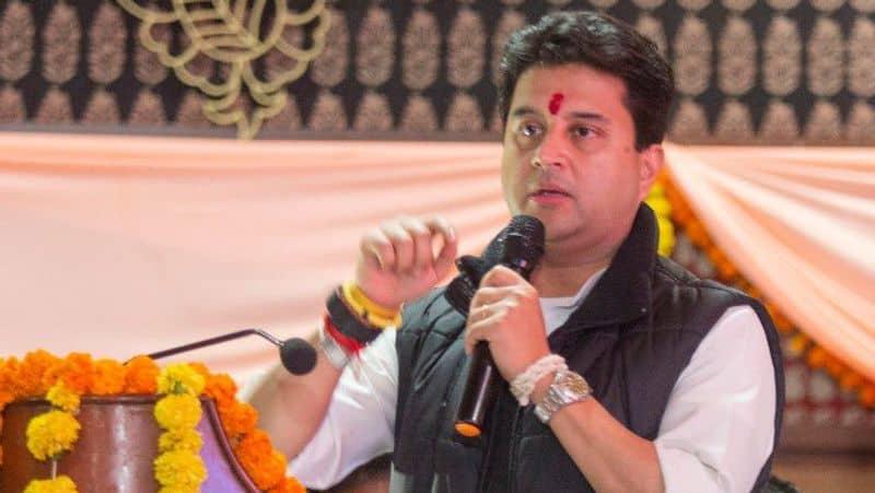'Maharaj' missing from political drama in Madhya Pradesh
