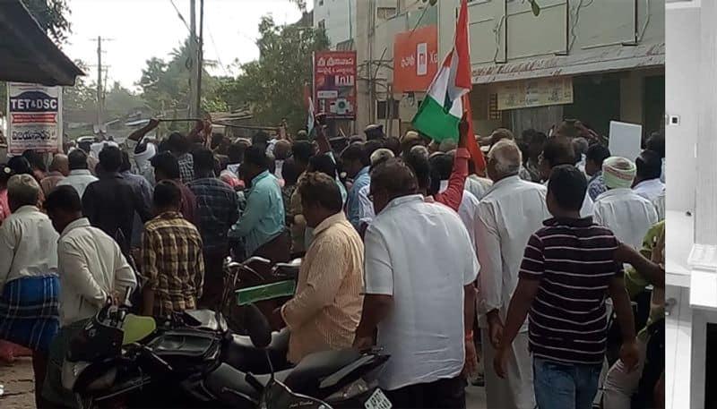 Amaravati Farmers lathicharged at AP secretariat