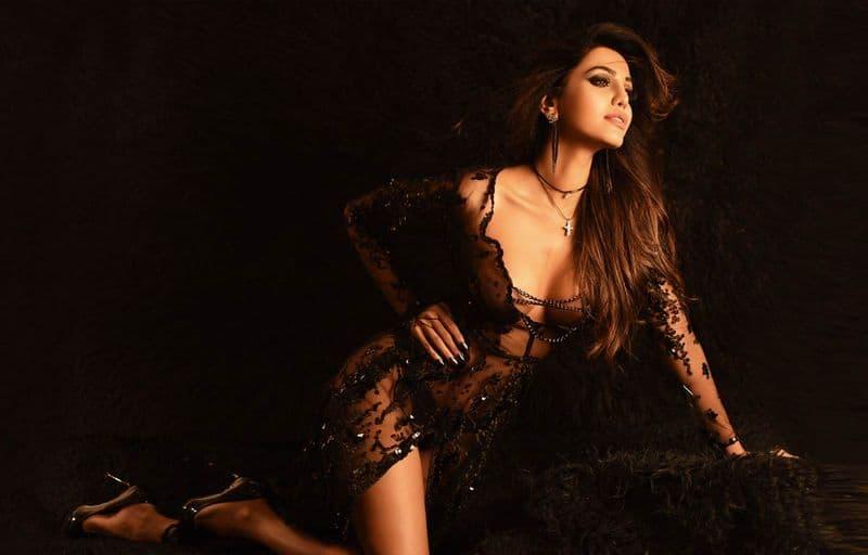 Actress Natasha Suri Complaint abusement in Internet