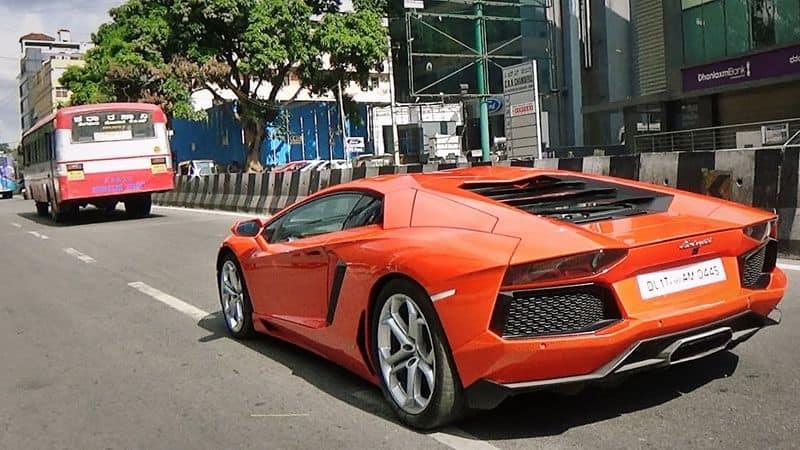 2013ರಲ್ಲಿ ಲ್ಯಾಂಬೋರ್ಗಿನಿ ಗಲ್ಲಾರ್ಡೋ LP550-2 ಕಾರು ಖರೀದಿಸಿದ ನಿಖಿಲ್