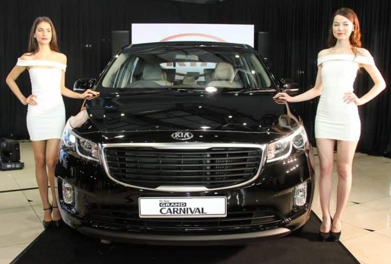 Kia carnival mpv car create record just one day after pre bookings