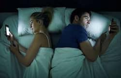 social media use in bedroom