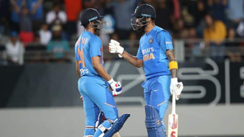 manish pandey replaced kedar jadhav in indian team for last odi against new zealand