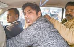 उस समय आरोपी जय श्रीराम के नारे लगा रहा था। उसके पास सेमी ऑटोमेटिक गन थी। उसने दो राउंड फायर किए।