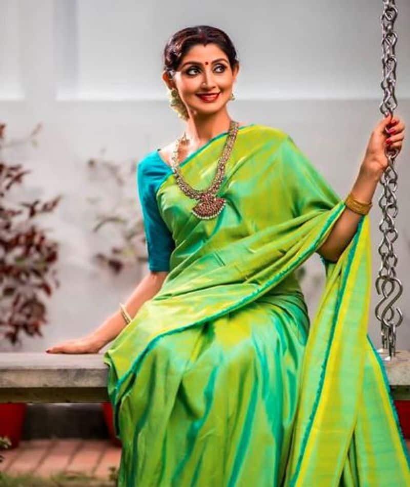நடிகை திவ்யா உன்னியின் புகைப்பட தொகுப்பு:
