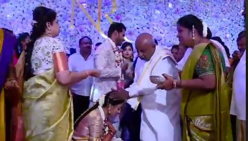 நிகில் குமாரசுவாமி - ரேவதி நிச்சயதார்த்தம்: