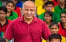 1993 में सिसोदिया ने पत्रकार के तौर पर जी न्यूज और ऑल इंडिया रेडियो के लिए काम किया। साथ ही साथ यह परिवर्तन नामक एनजीओ में स्वयंसेवी के तौर पर काम कर चुके हैं। सिसोदिया ने ऑल इंडिया रेडियो के लिए 'जीरो अवर्स' नामक एक कार्यक्रम की मेजबानी की थी। सिसोदिया ने 2006 में पब्लिक कॉज़ रिसर्च नामक फाउंडेशन की स्थापना की।