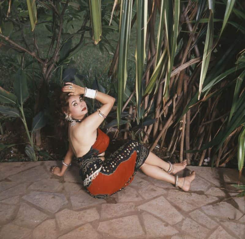 सलमा आगा ने 1989 में फिल्मों में हॉट और सेक्सी लुक्स दिखाया। हालांकि वह पाकिस्तानी फिल्म स्टार थी।