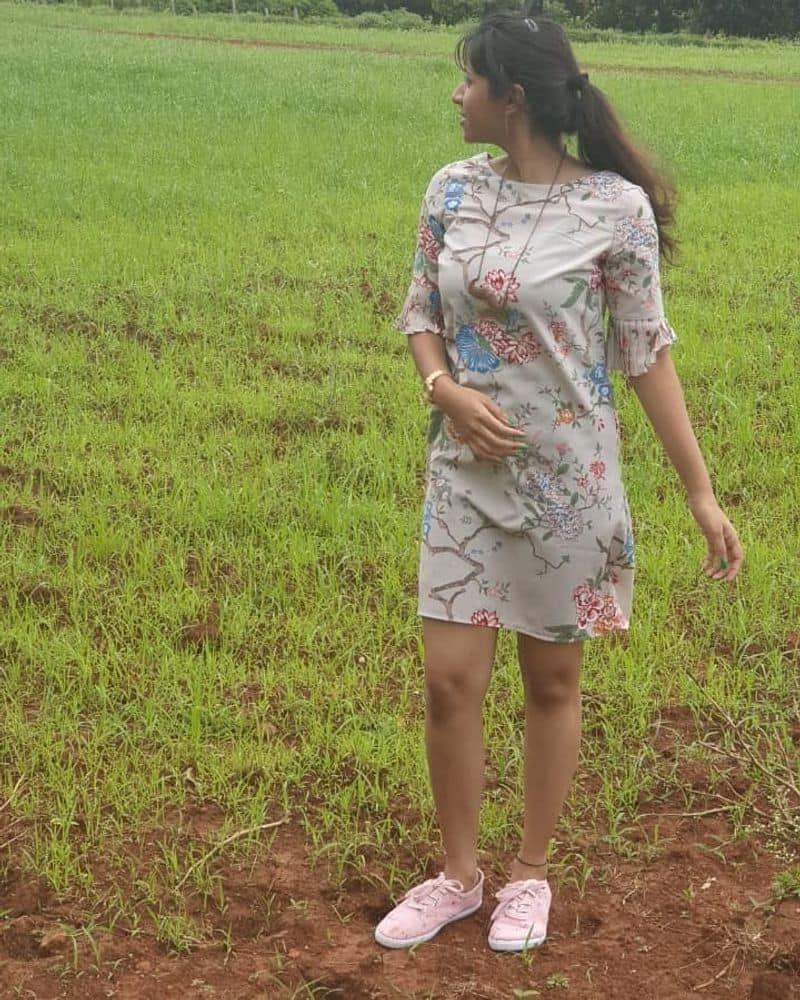படு ஸ்டைலிஷ் மார்டன் உடையில்...