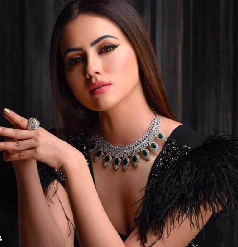 Actress Sana Khaan