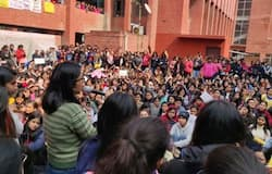 Trying to touch the girls, All those who misbehaved at Gargi College's girls arrested kps