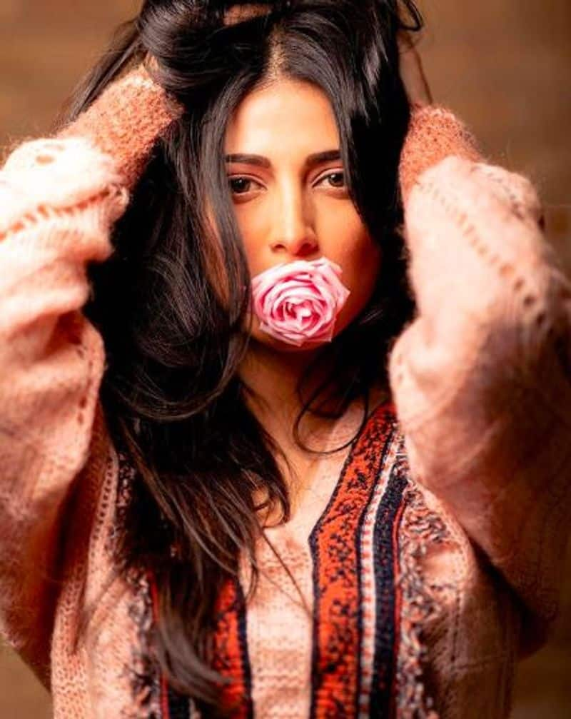 shruthihassan latest valentines day special photos goes viral