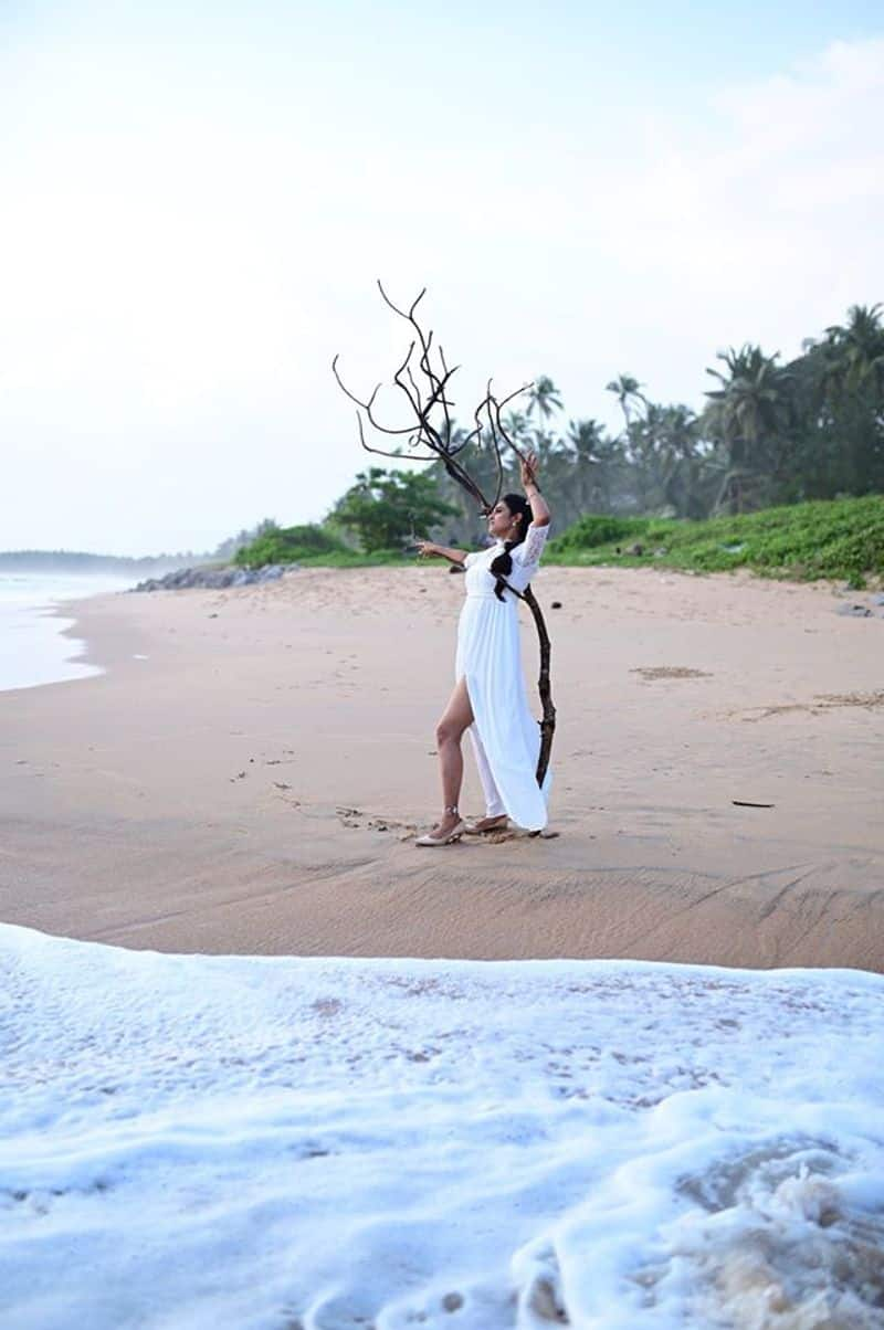 Actress Kasthuri Hotness Overloaded Photo Shoto in Beach Going Viral