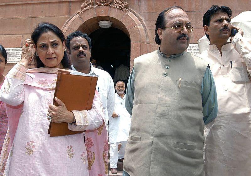 6 सितंबर 2011 को अमर सिंह भाजपा के दो सांसदों के साथ तिहाड़ जेल भेजे गए। कैश फॉर वोट कांड में अमर सिंह को जेल हुई थी।