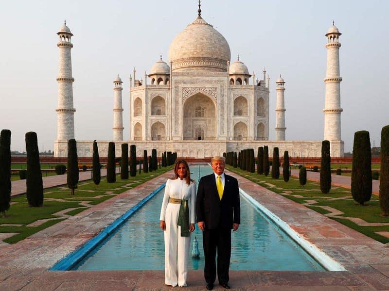राष्ट्रपति डोनाल्ड ट्रंप अपनी पत्नी के साथ ताजमहल देखने पहुंचे थे।