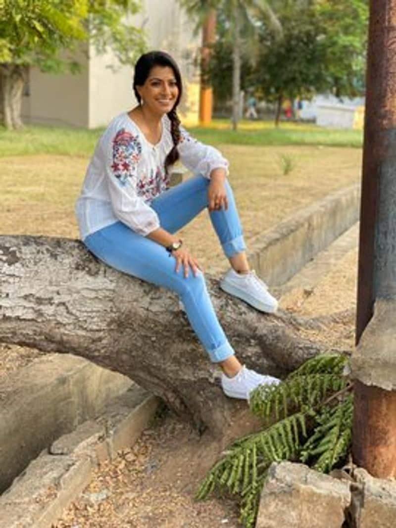 Actress Varalakshmi Sarathkumar Slim Look Photo Going Viral