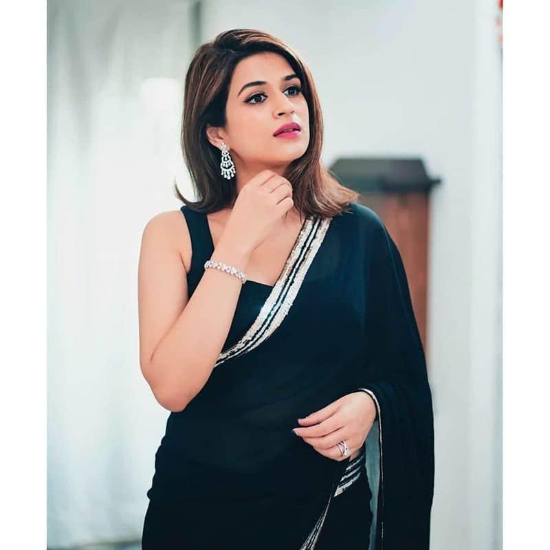 (Courtesy:Instagram) శ్రద్దా దాస్ చివరగాతెలుగులో హిప్పీ చిత్రంలో నటించింది.