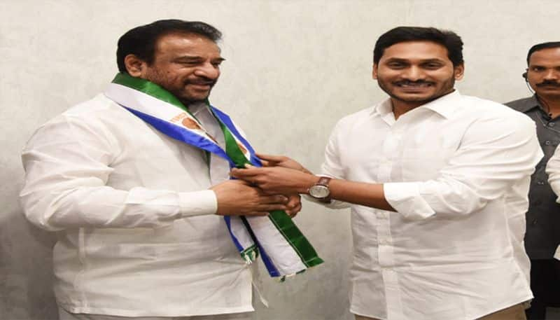 Former minister Rama Subba Reddy joins in Ysrcp
