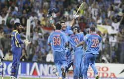 Indian players celebrate the triumph.
