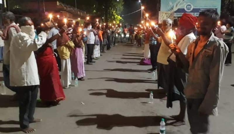 Vagabonds lit up candle to fight againt Coronavirus in Rampurhat
