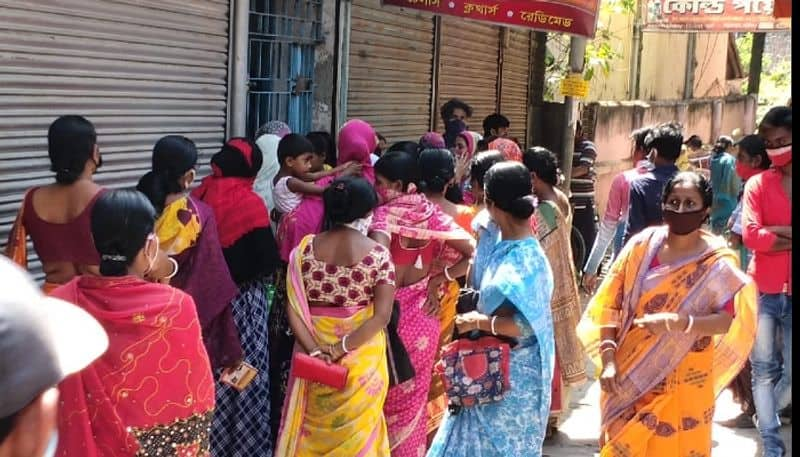 Woman violates Social distancing norms in Uluberia