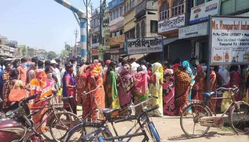 People gathers in front of gas dealer office in Birbhum