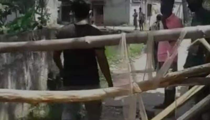 locals bans outsider in a area at Behala