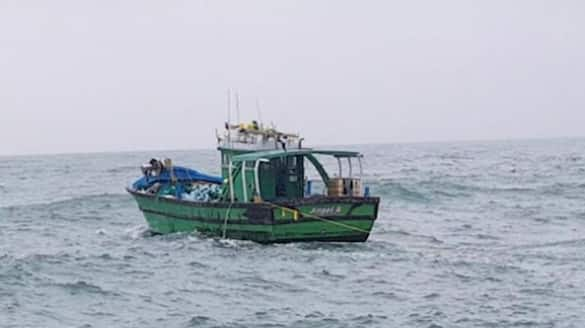 Sri Lankan navy officers shoot at fishermen from Tamil Nadu one wounded