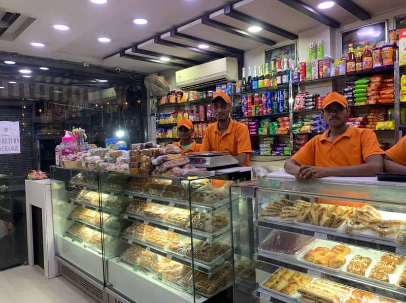 In midnight order Home Ministry allows neighbourhood shops to reopen