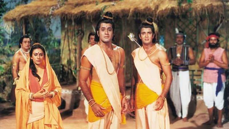'রামায়ণ'-এ সীতার কথা কার না মনে আছে। দীপিকা চিকলিয়া সীতার চরিত্রে অভিনয় করে সকলের নজর কেড়েছিলেন।