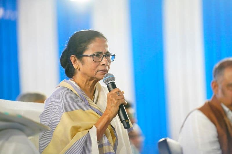 Mamata Banerjee planning to give jobs to migrant workers of Bengal