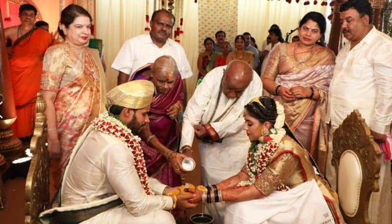 India under lockdown As Kumaraswamys son Nikhil gets hitched, social distancing gets ditched