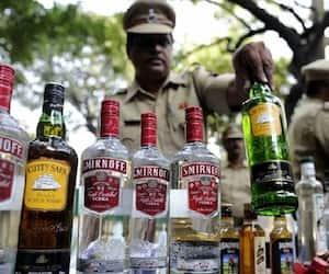 man climbs on unipole hoarding demanding liquor in bareilly kpt