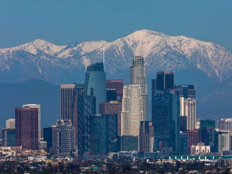 പകർച്ചവ്യാധിയെ തുടര്ന്ന് അടച്ചിട്ട വുഹാനിൽ നിന്നുള്ള കണക്കുകളില് വുഹാനിൽ നൈട്രജൻ ഡൈ ഓക്സൈഡ് ഉൾപ്പെടെയുള്ള മലിനീകരണത്തിന്റെ അളവ് ചരിത്രത്തിലെ ഏറ്റവും താഴ്ന്ന നിലയിലാണ് രേഖപ്പെടുത്തിയത്.(The San Gabriel Mountains are visible in Los Angeles, California, on April 14, 2020.)