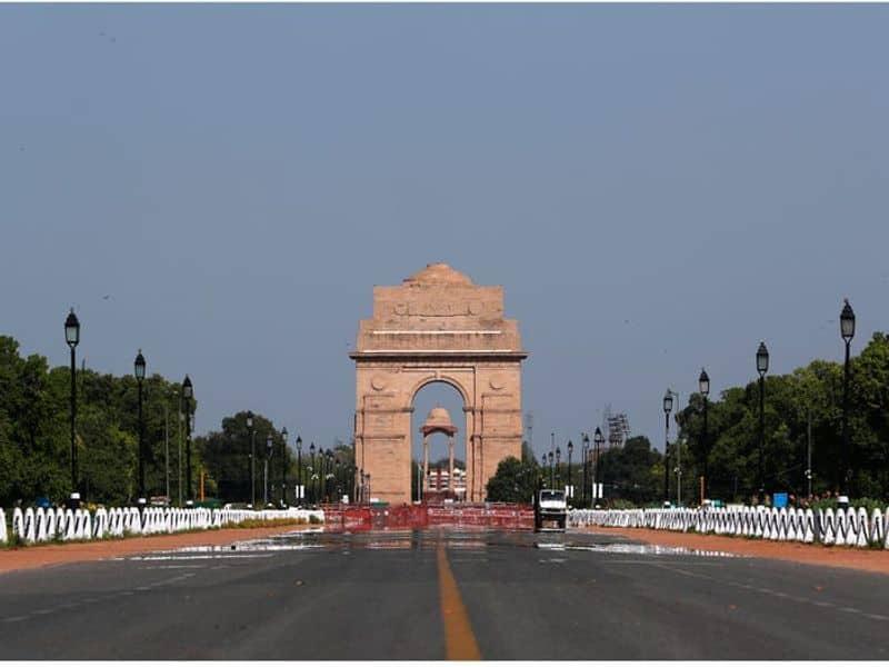 ലോക്ഡൗണിനെ തുടര്ന്ന് വ്യവസായശാലകള് അടച്ച ഇറ്റലിയിലും മലിനീകരണ തോതില് കാര്യമായ വ്യത്യസമാണ് രേഖപ്പെടുത്തിയിരിക്കുന്നത്.(The India Gate war memorial in New Delhi, India, on April 8, 2020, after a 21-day nationwide lockdown.)