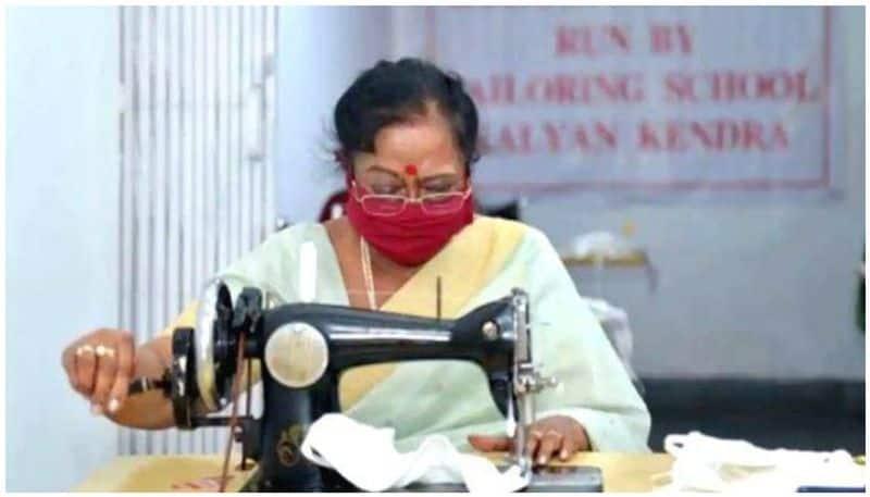 President Ram Nath Kovind's Wife Stitches Masks For Shelter Homes