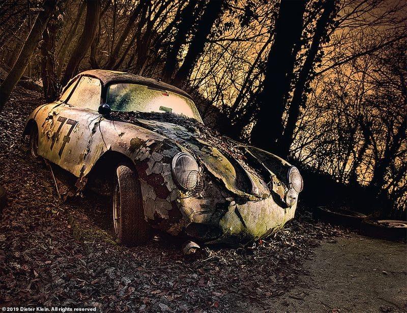 1950 ലെ പോർഷെ 356, ജർമ്മനിയിലെ ആളൊഴിഞ്ഞ ഒരു കാട്ടു പ്രദേശത്ത് ഉപേക്ഷിക്കപ്പെട്ടിരിക്കുന്നു. പോർഷെയുടെ ആദ്യത്തെ നിർമ്മാണ കാറായിരുന്നു 356. ഏകദേശം 105 മൈൽ വേഗതയില് വരെ ഇവന് ഓടിയിരുന്നു.
